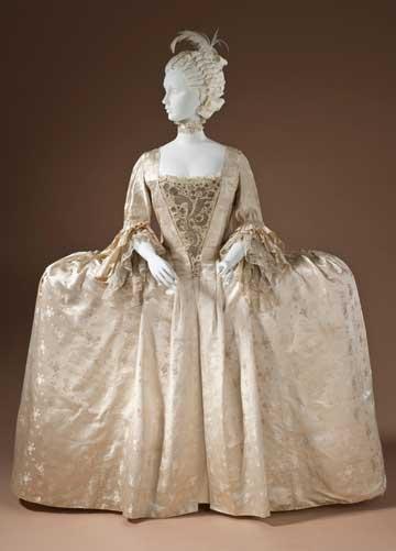 robe-francaise-W.jpg